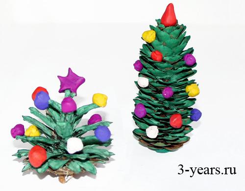 Использовать можно как сосновые, так и еловые шишки.  Небольшие шарики из пластилина превратят.