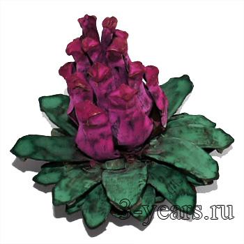 окрашенный цветок из шишки