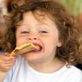 Вредные продукты: какие болезни мы приготовили для своих детей?