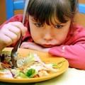Ребенок плохо ест. Как накормить маленького привереду?
